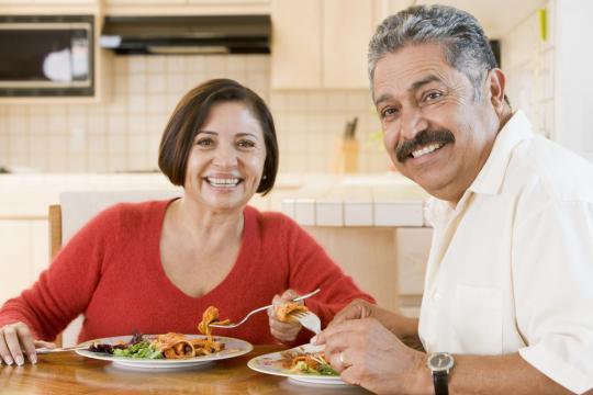 echtpaar aan het eten